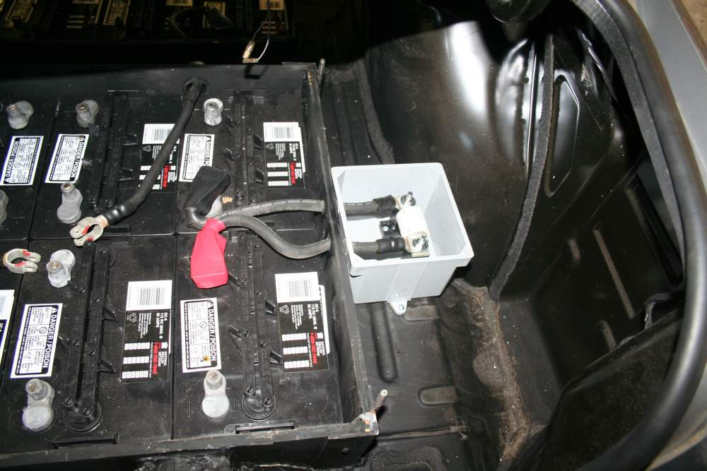 High Voltage main fuse in Location in trunk area.